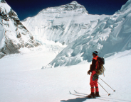 Tim Macartney-Snape skiing in to Everest 1984 © Lincoln Hall