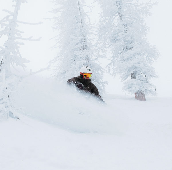 Powder skiing Wolf Creek