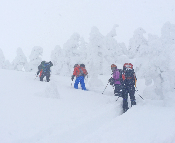 hiking Nishi-Daiten from Grandeco