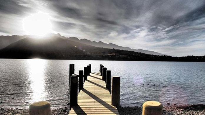 Rees Hotel jetty iinto Lake Wakatipu