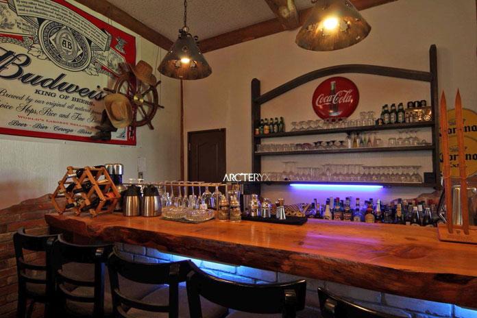 Clubman Lodge bar