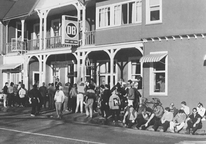 Apres skiers outside the Blue Pub Methven in 1985