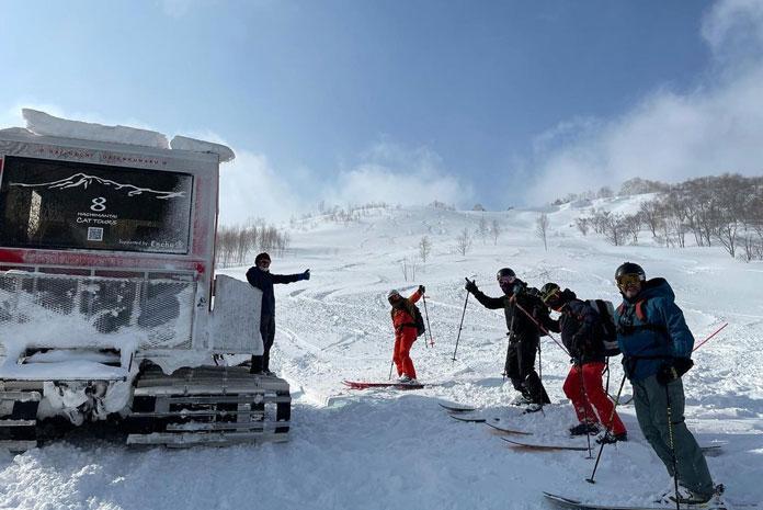 Hachimantai Cat Tours ski group