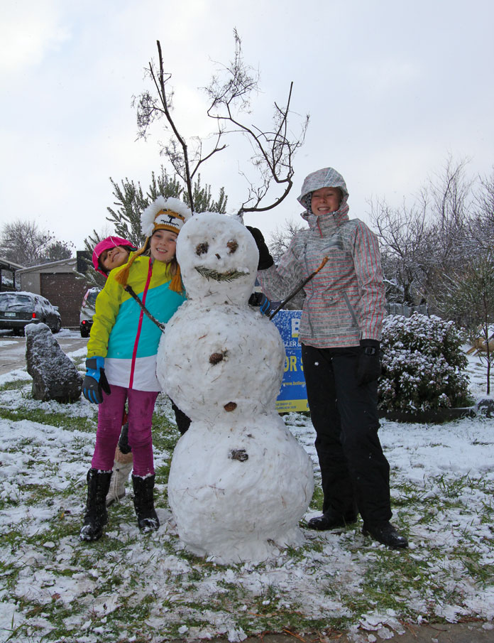 Making a snowman in Adaminaby