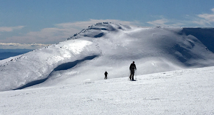 Skinning up Ramshead with Mount Kosciuszko in the background