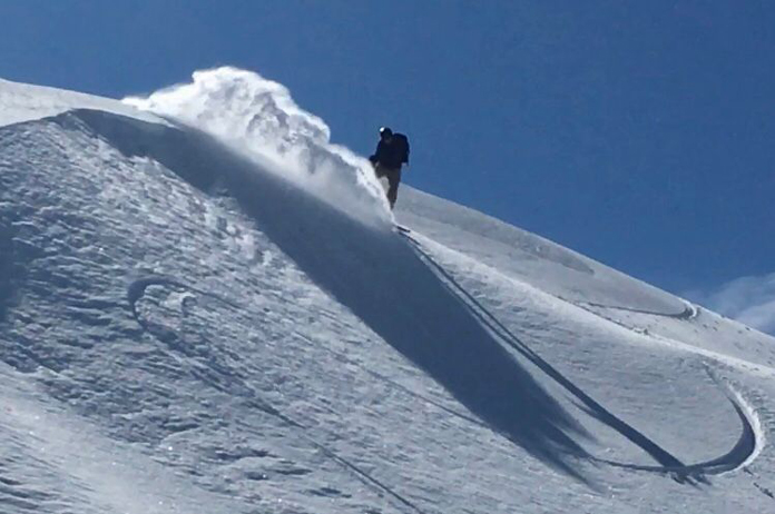 Slashing a powder line of Mount Kosciuszko
